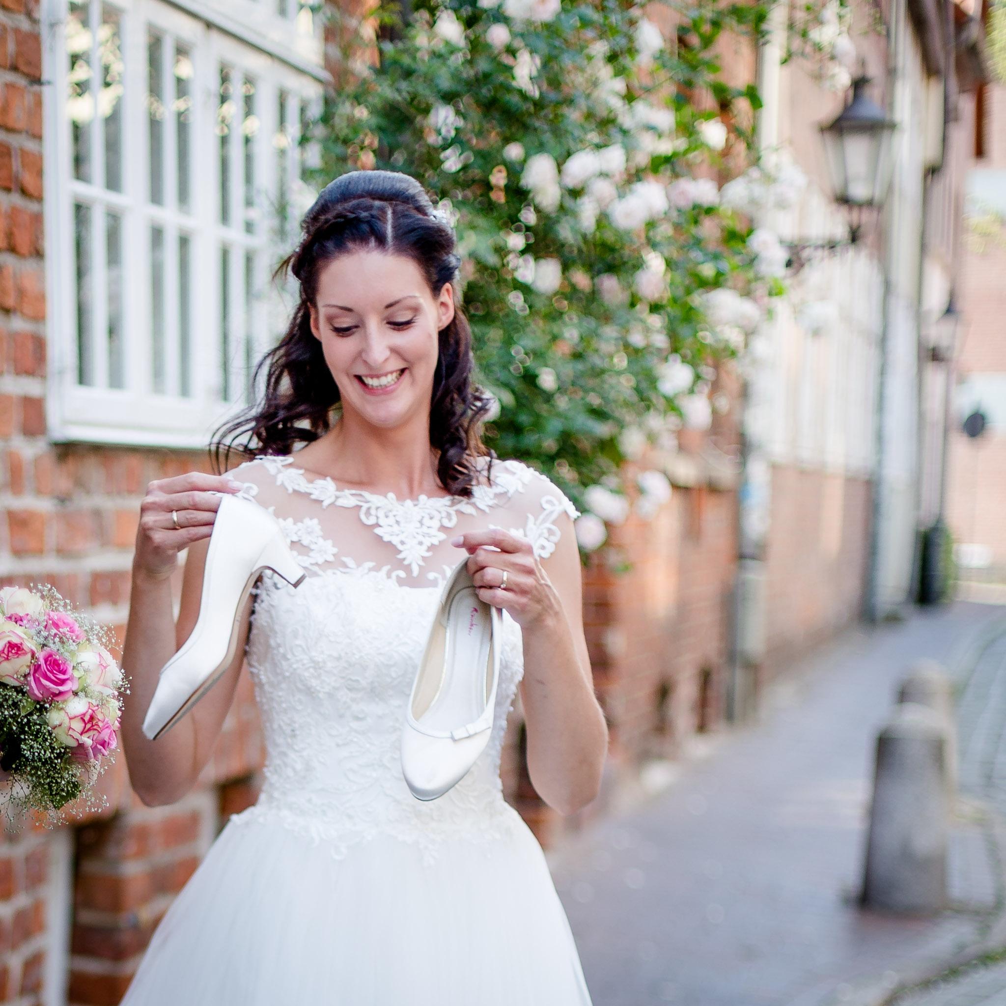 Braut mit Brautschuh