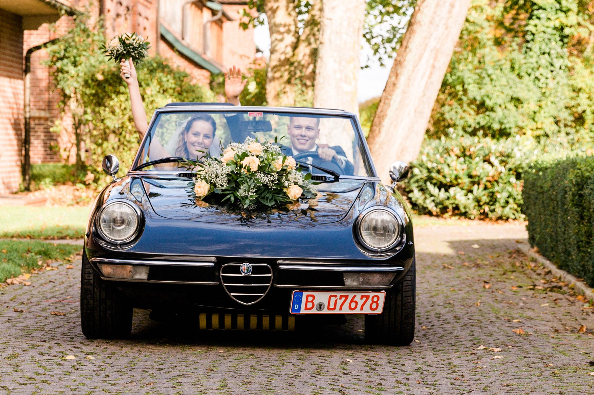 Hochzeitsauto auf Schloss Lüdersburg