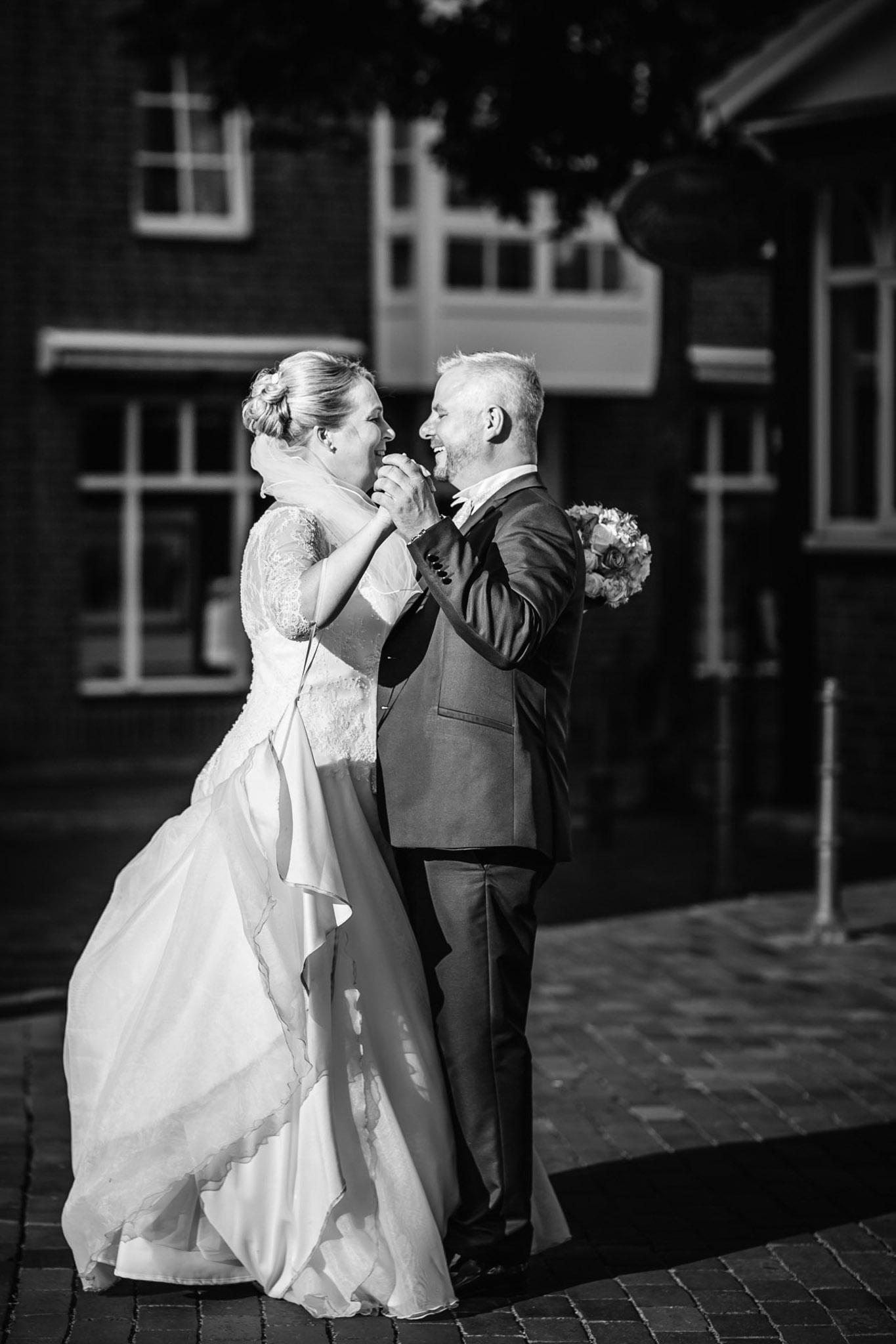 Brautpaartanz auf der Strasse