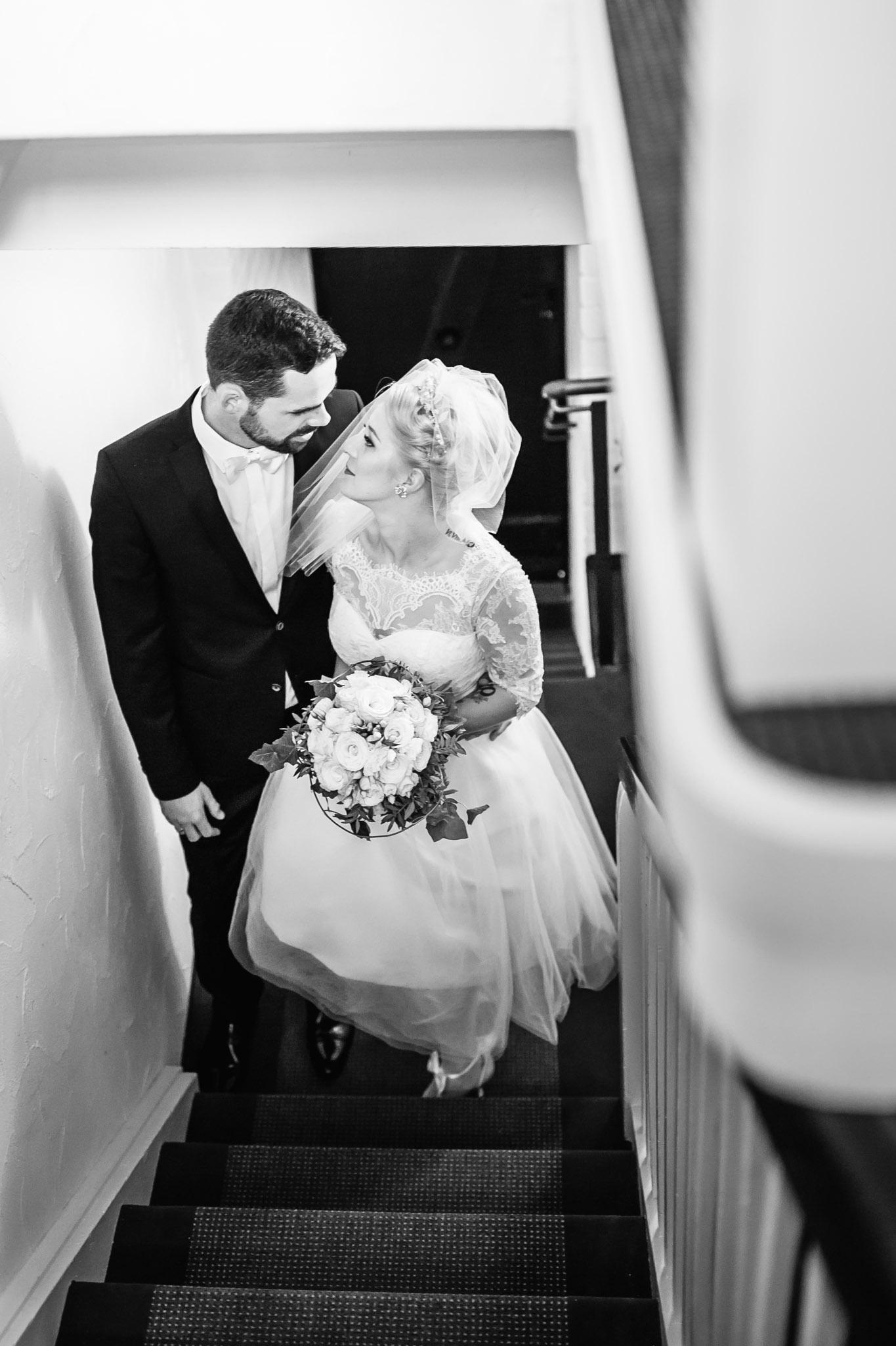 auf dem Weg in die Hochzeitssuite