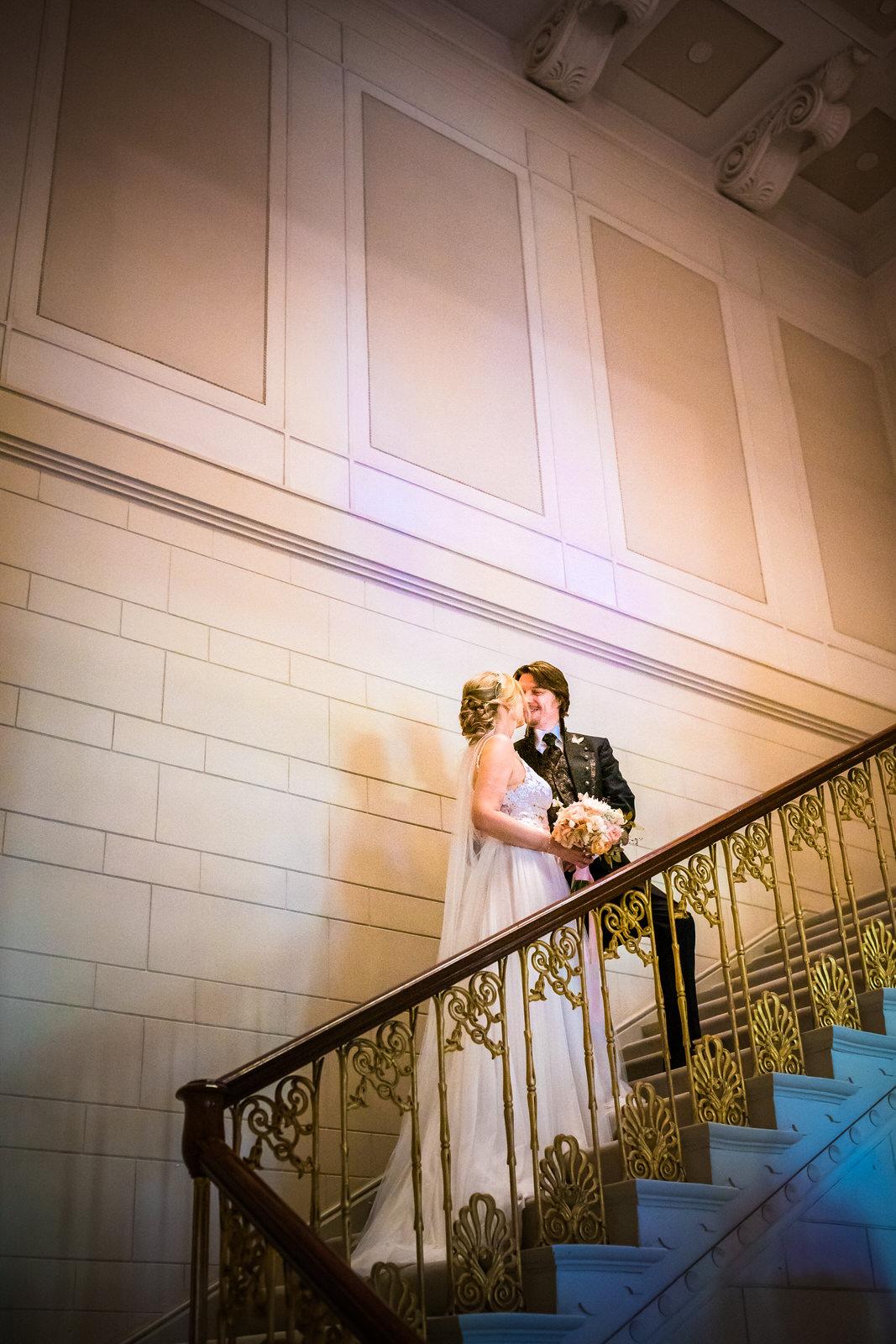 Brautpaar auf der Treppe
