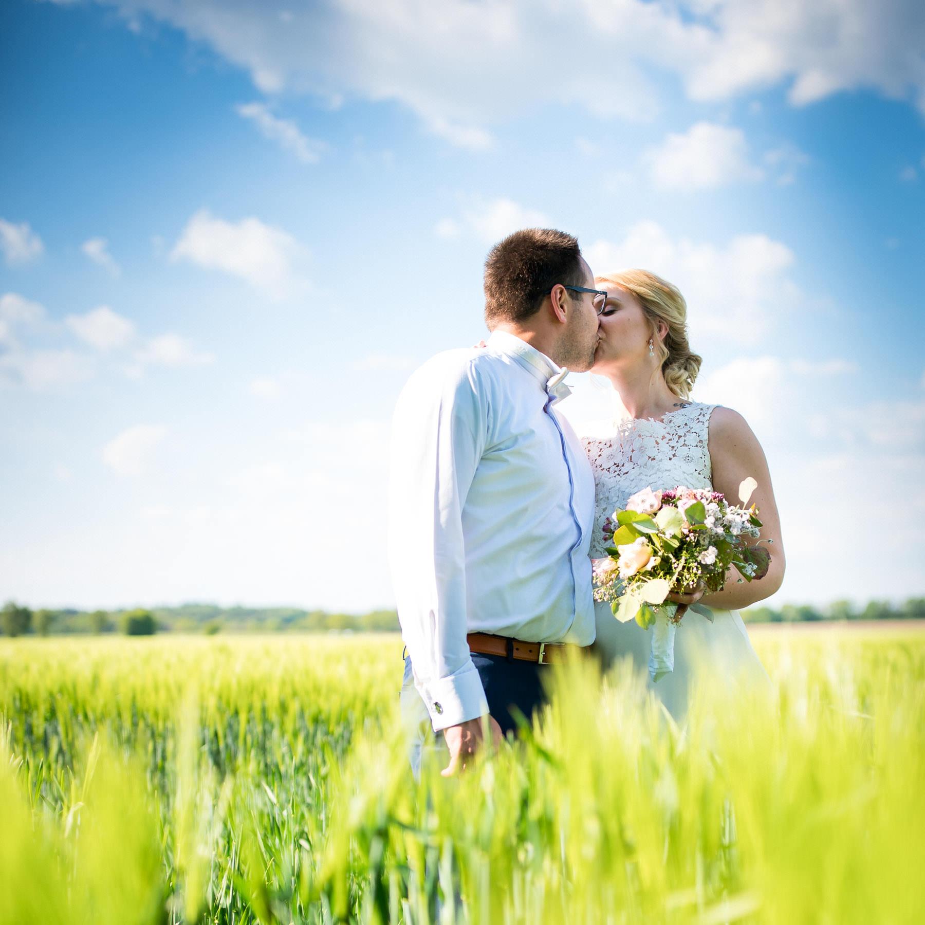 Kuss beim Brautpaarshooting