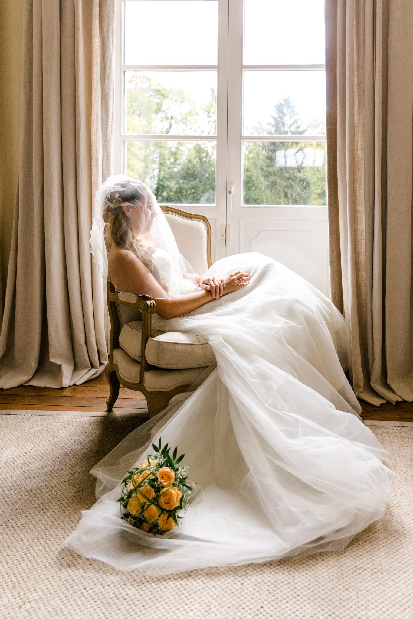 Braut am Fenster auf Schloss Lüdersburg