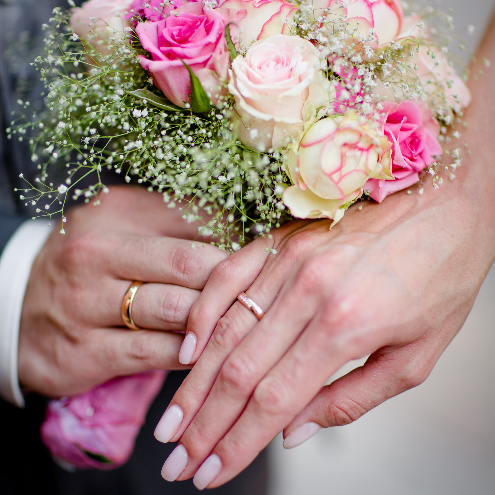 Eheringe und Brautstrauß