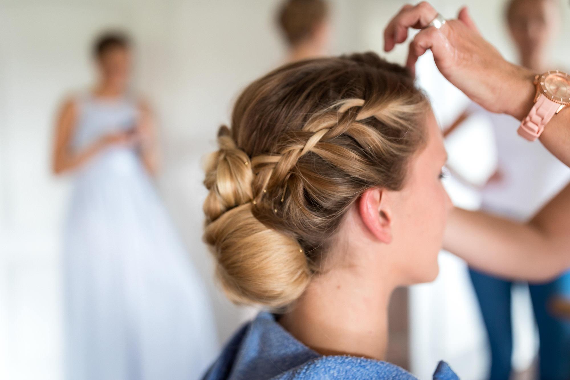 während des Getting Ready der Braut