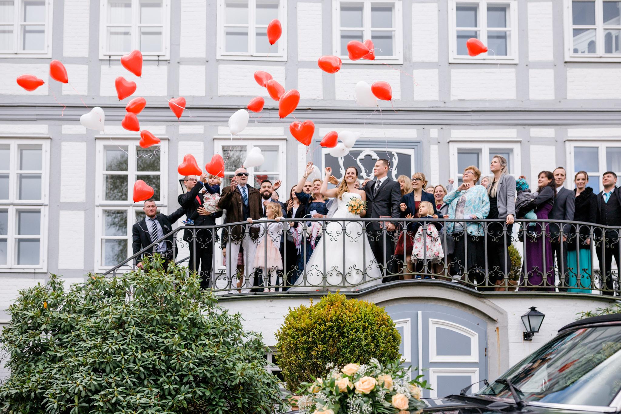 Hochzeit Karina & Christopher auf Schloß Lüdersburg Gruppenfoto