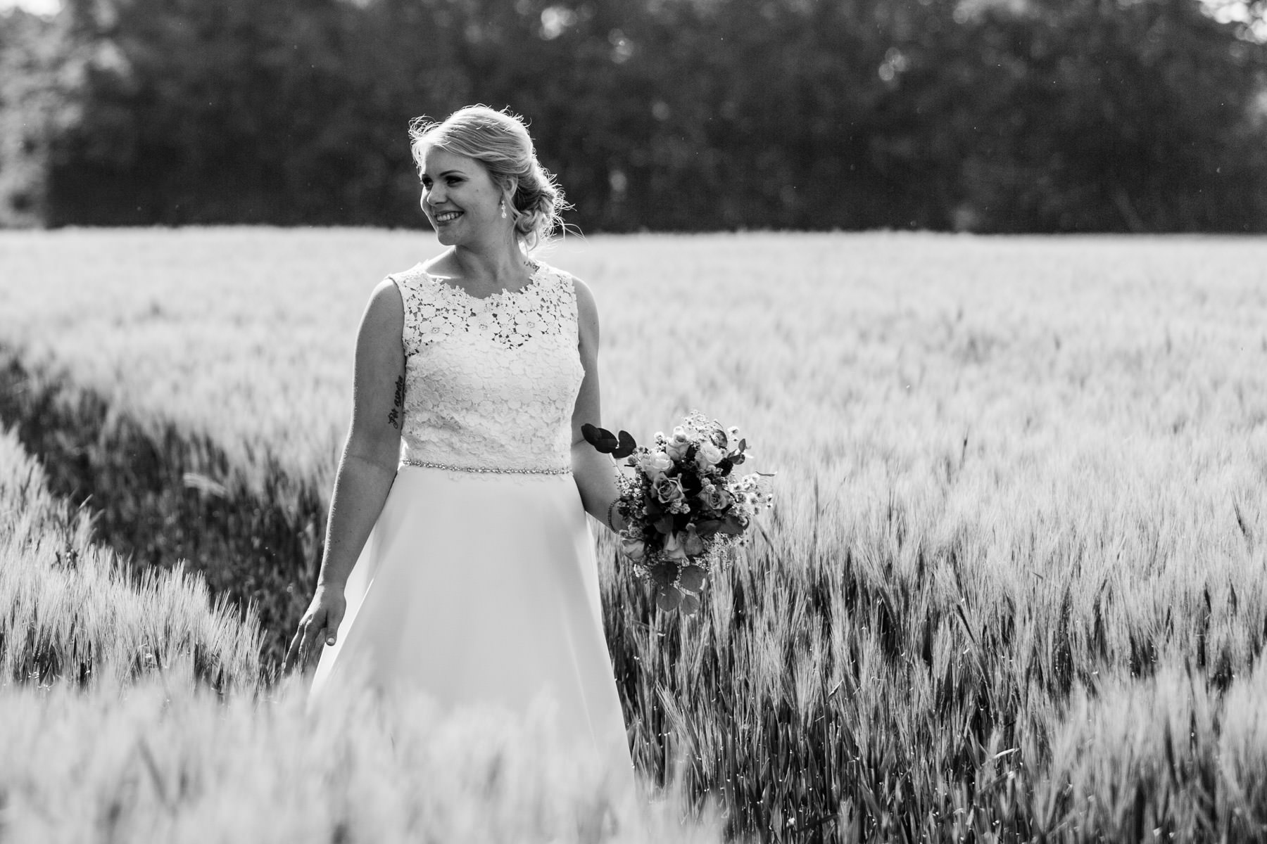 Braut im Kornfeld