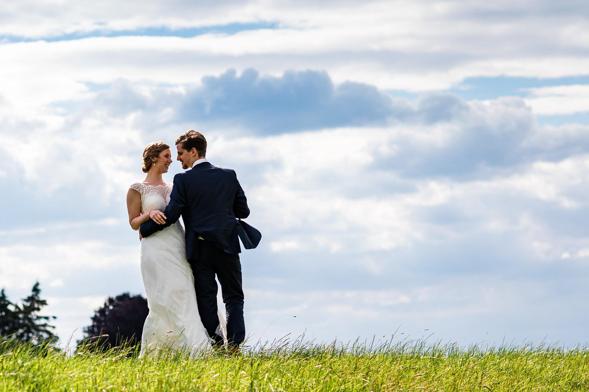 Brautpaar auf dem Deich