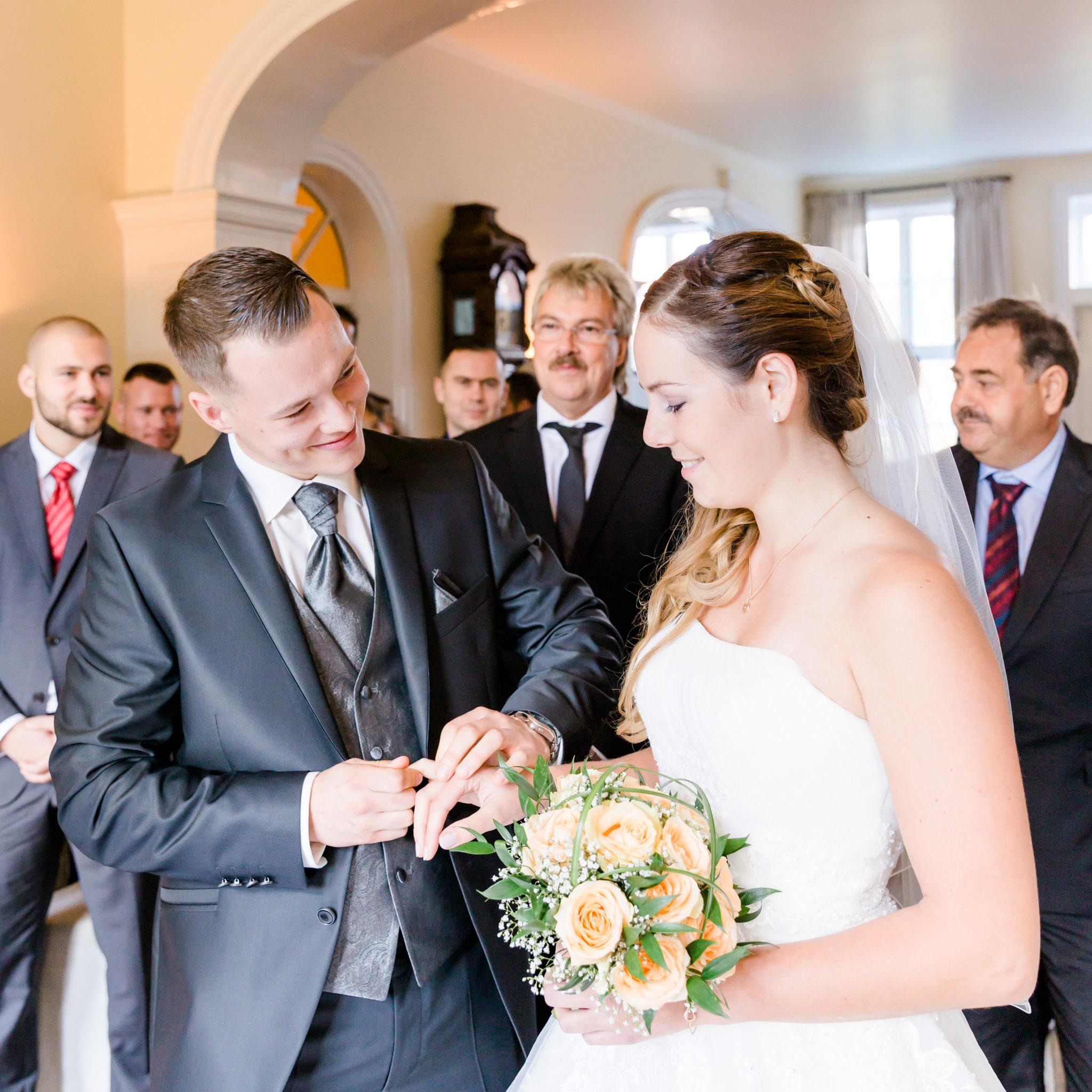 Hochzeit Karina & Christopher auf Schloss Lüdersburg Ringwechsel