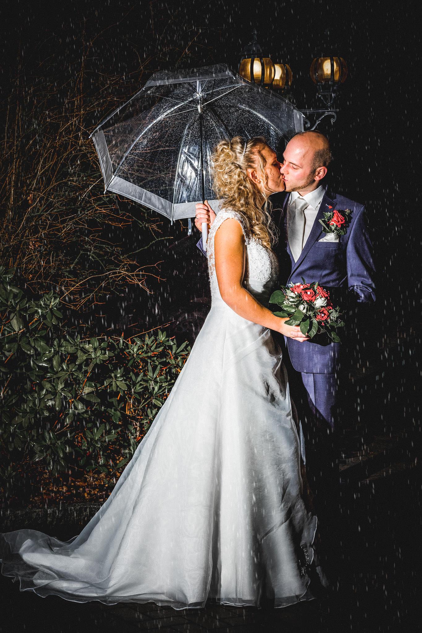 Paarshooting unterm Schirm