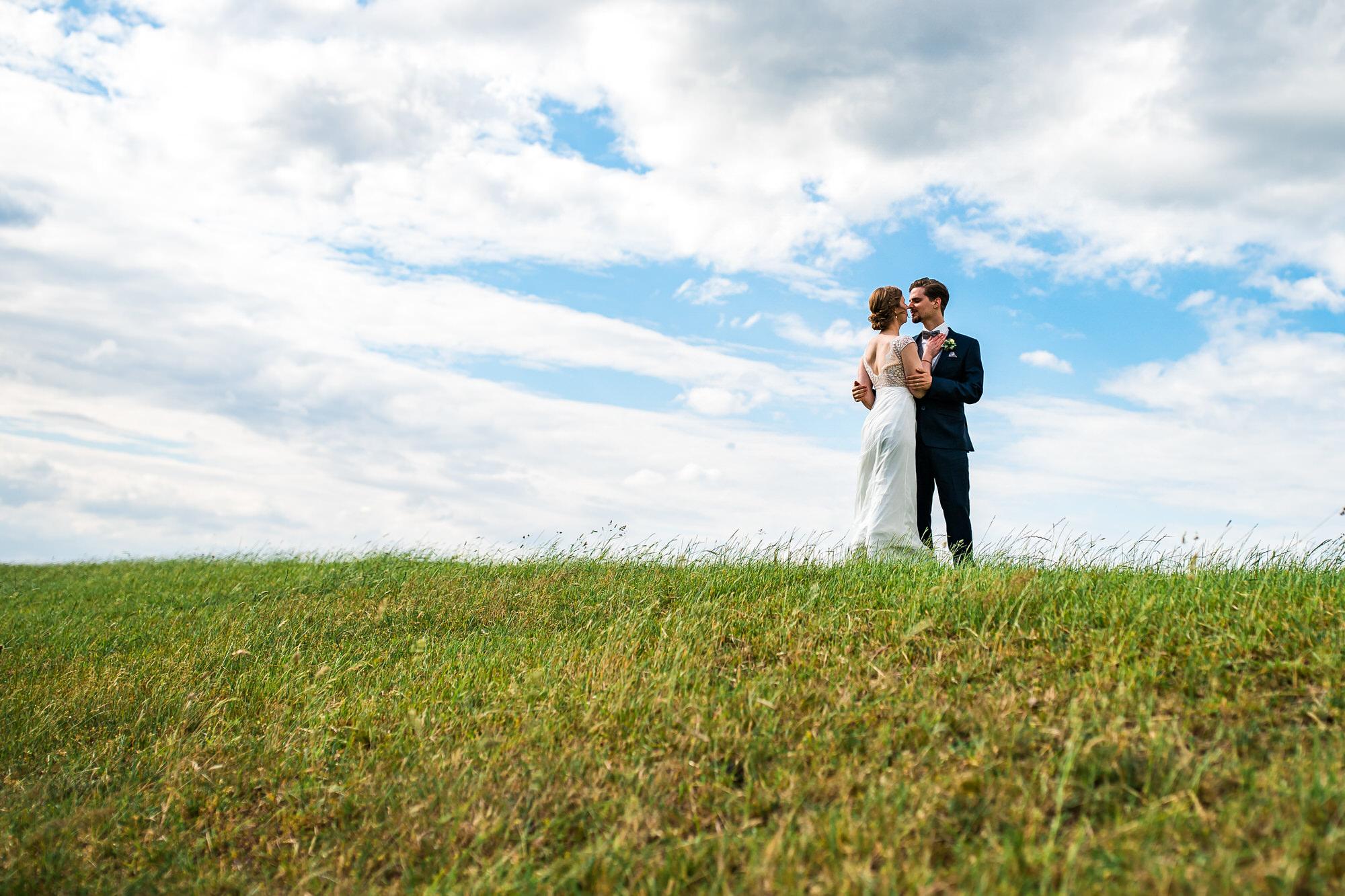 Brautpaar Shooting auf dem Deich