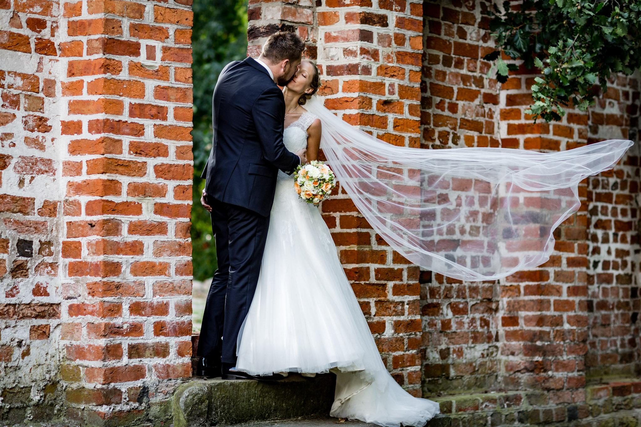Brautpaarshooting im Klostergarten