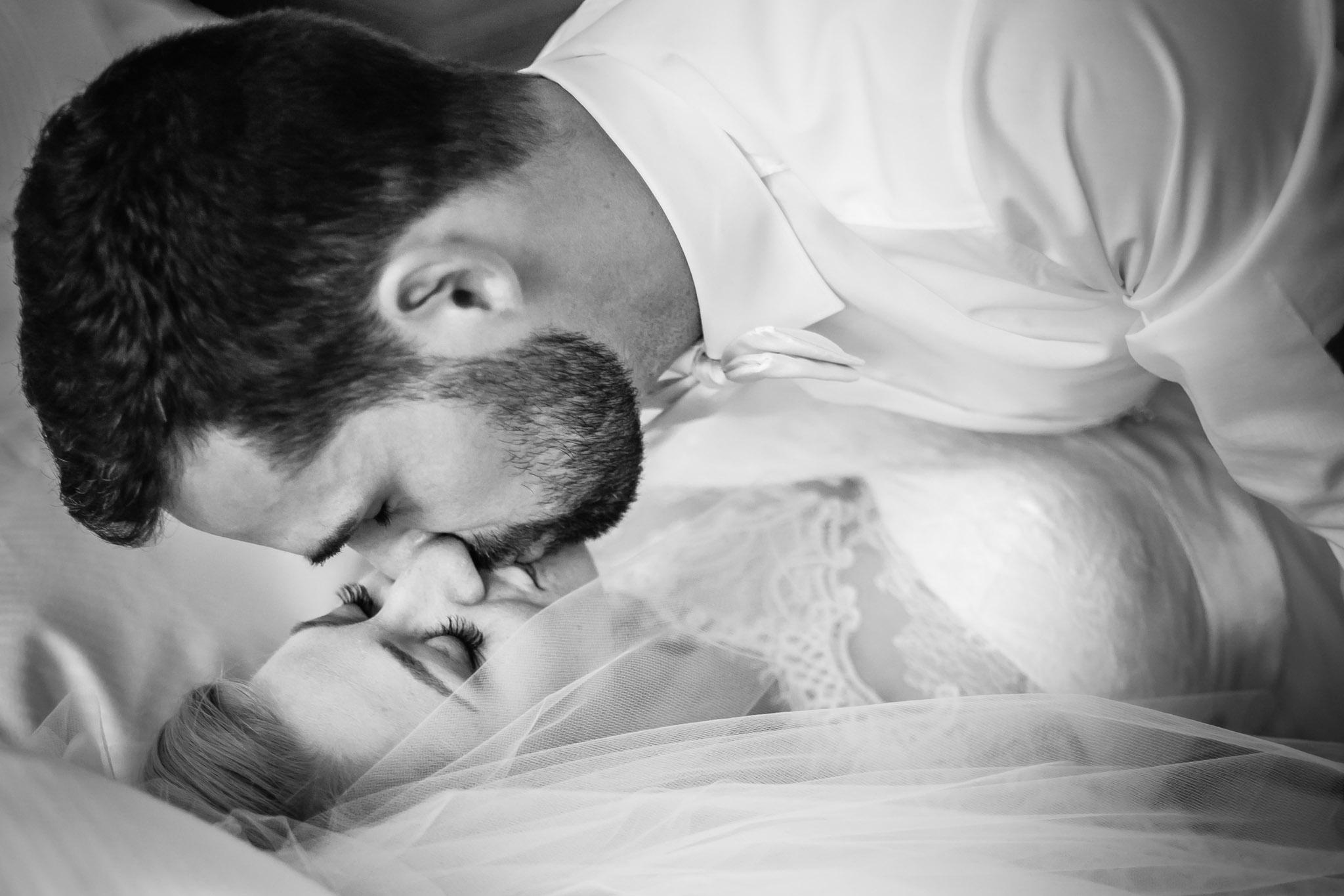 intime Momente in der Hochzeitssuite