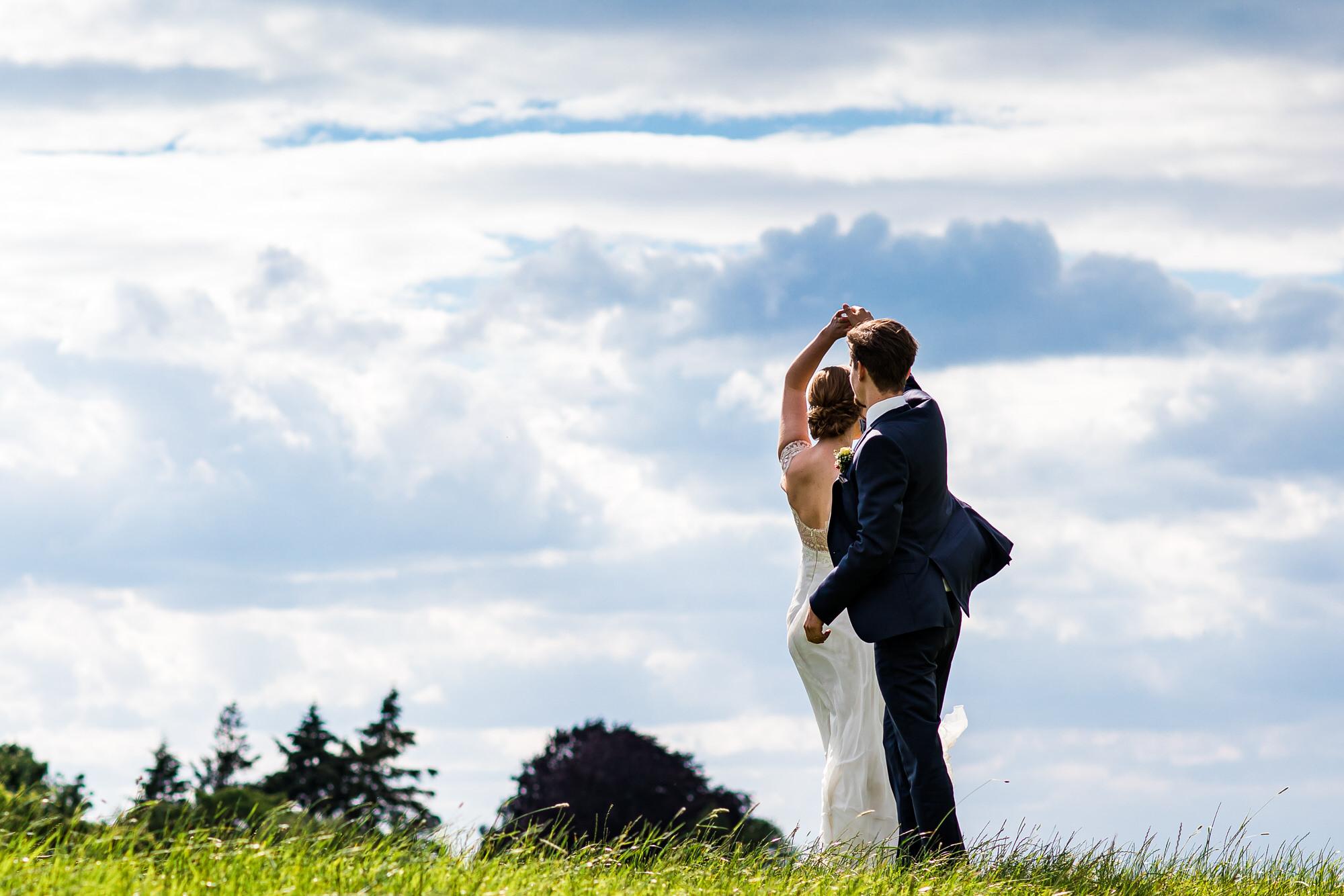Hochzeitstanz am Deich