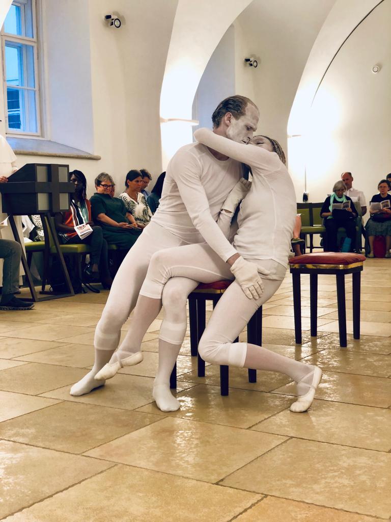"Rodin's Skulpturen zum Leben erweckt: ""AM DU ZUM ICH"" - Chagall Artists"