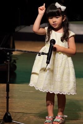 ピアノを始めたばかり…ふり付きで歌いました。