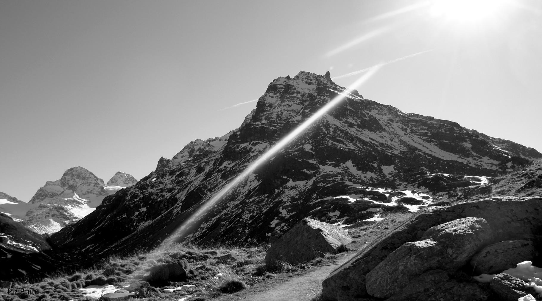 Rundweg Silvrettasee mit Blick zum Piz Buin