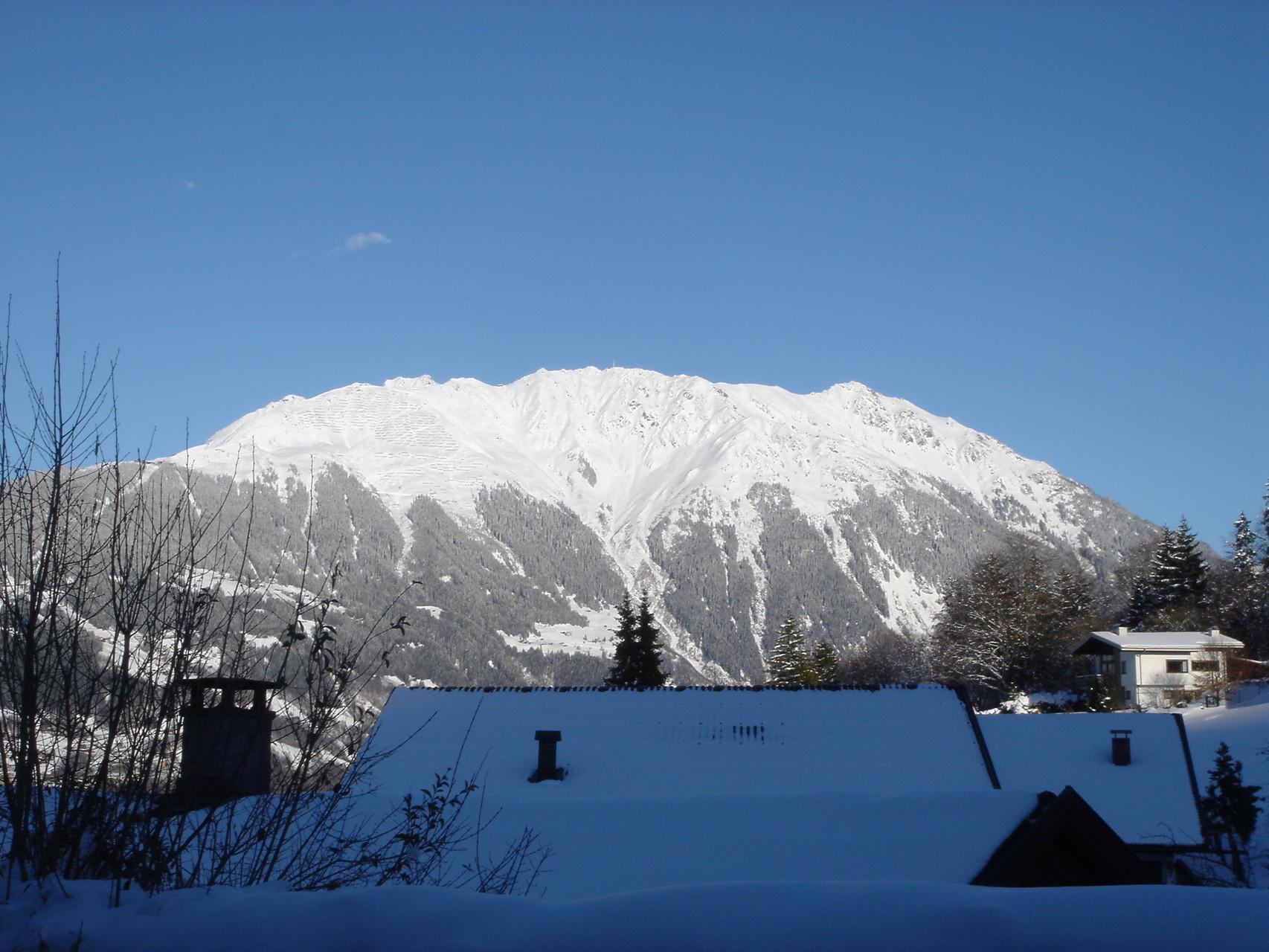 Blick aus dem Wohnzimmer zum Hochjoch Winter