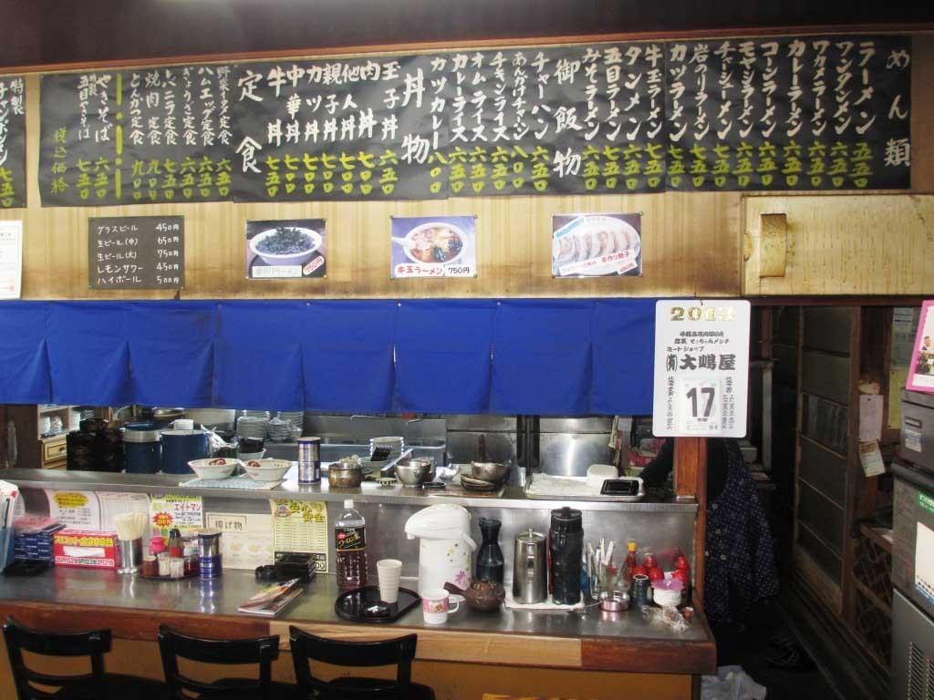 さかえ屋食堂は、メニュー表から選ぶのではなく壁に貼付されたメニュー札から選ぶ。これも下館ラーメンを提供するの特徴の一つといっても過言ではない。