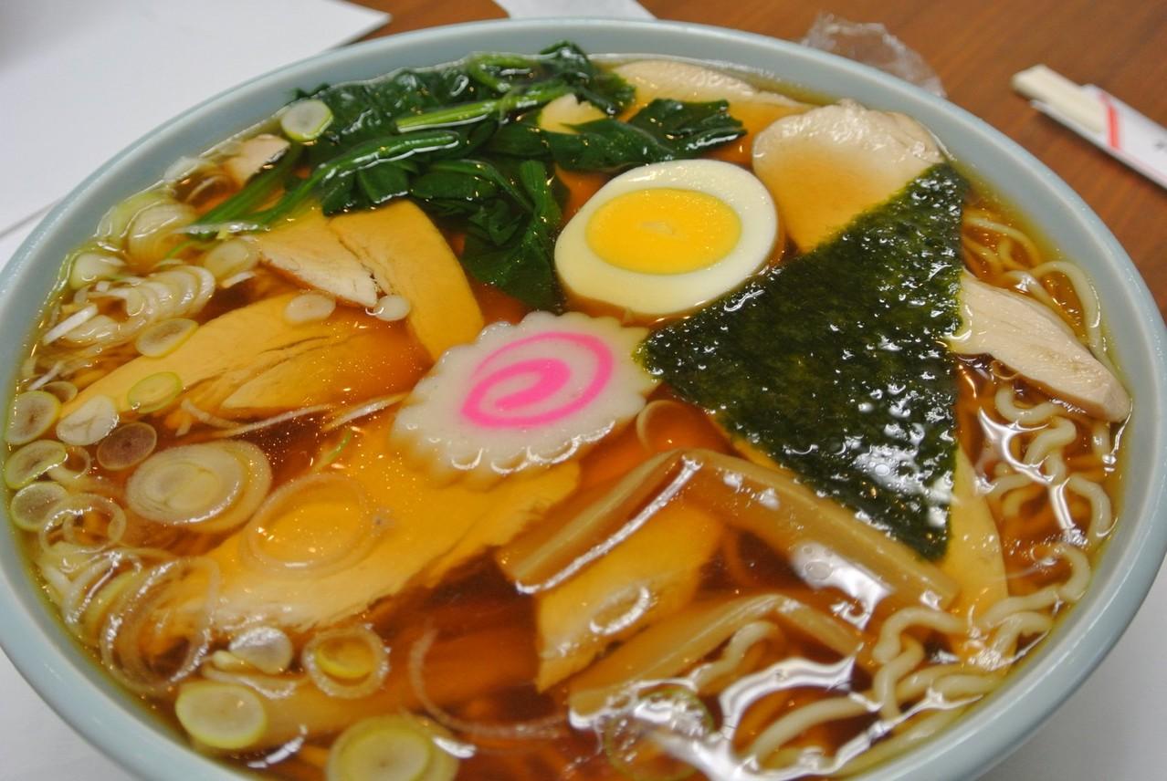 たまや食堂のチャーシューメン。澄んだスープが美しい。