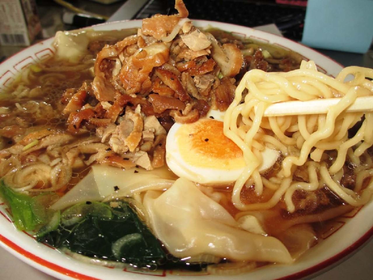 もつが筑波山と同じような形をしています。水面(スープ)には、「逆さもつ」が映りそう!!