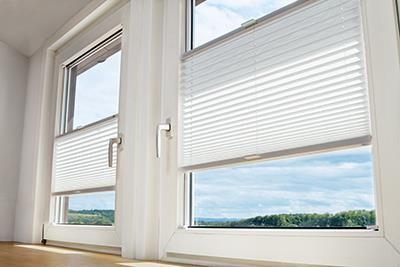 Jalousie und plissee montage ohne bohren lamellen junker for Fenster plissee