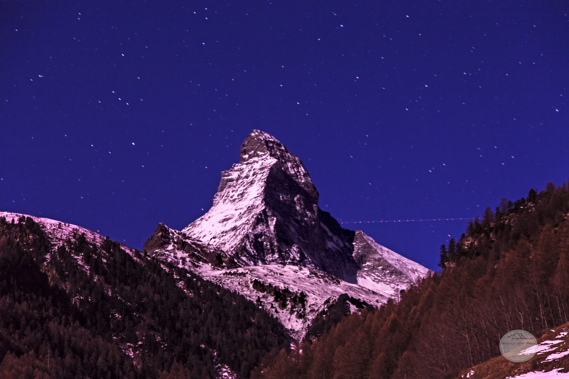 """Bild: Matterhorn bei Nacht, Zermatt, Schweiz, """"Sternenkette"""", www.2u-pictureworld.de"""