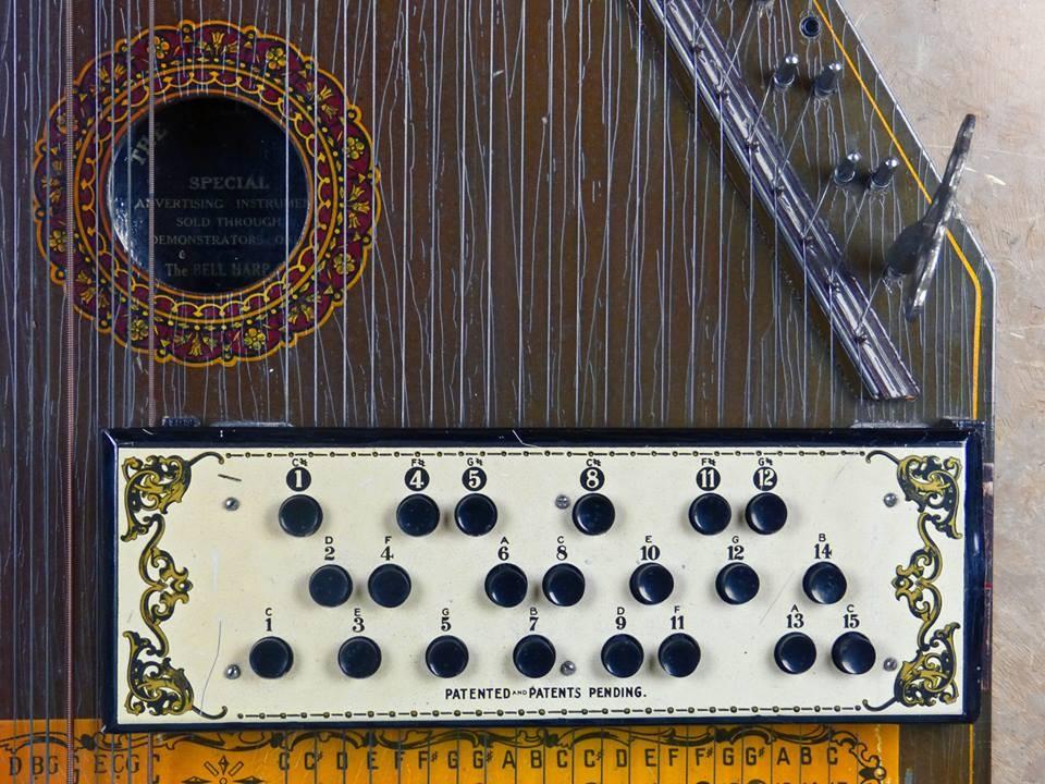 1949 Bell Harp con teclado