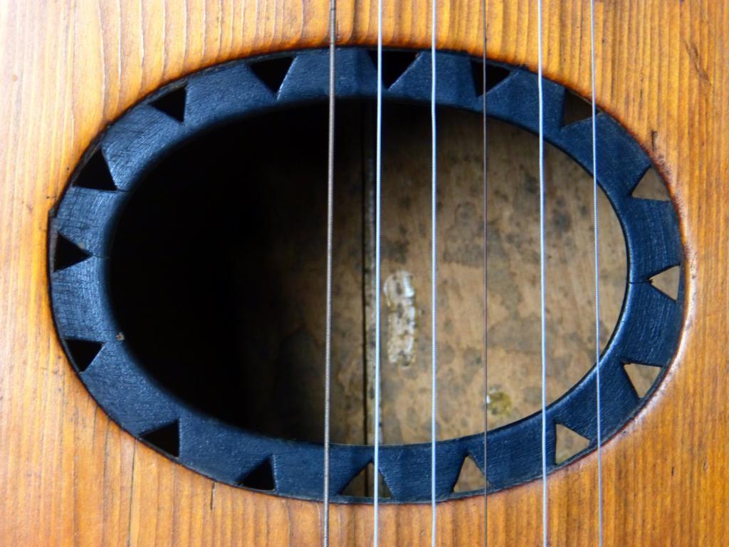 ca. 1940 Guitarra arpa inclonclusa