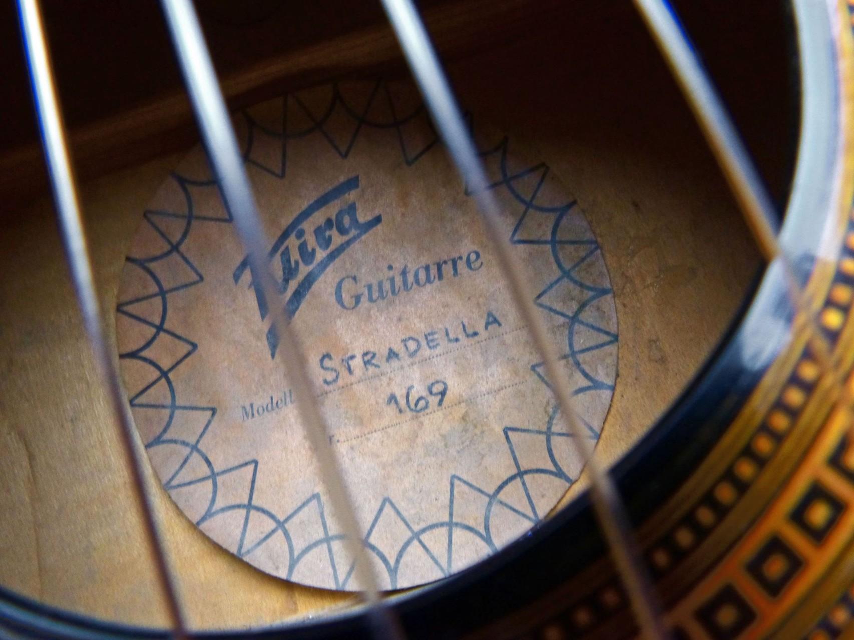 ca. 1970 Guitarra Kira