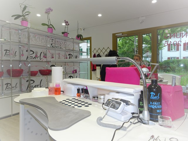 Arbeitsbereich wo Nailart im Pearl Nails and More entsteht