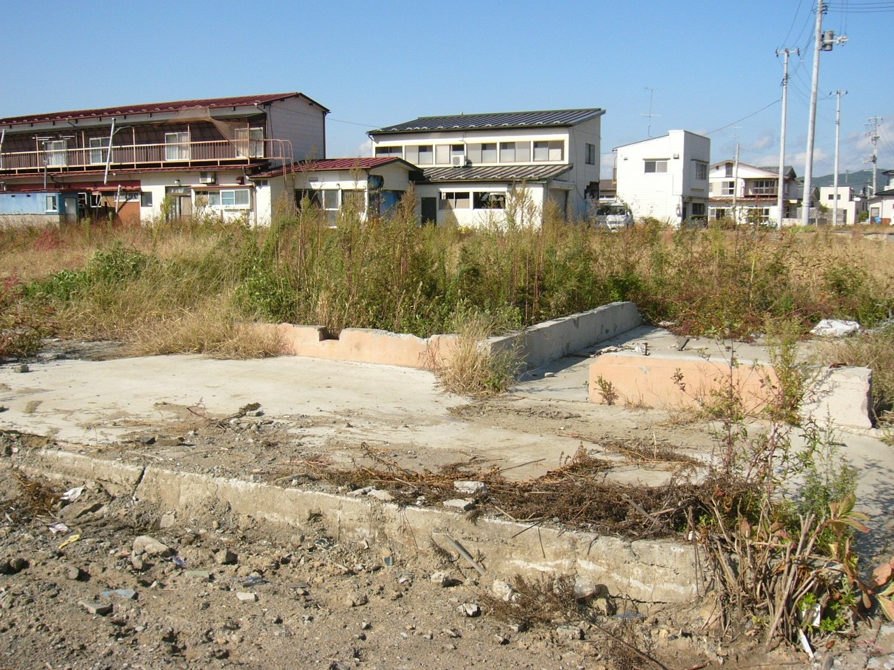 ruins-of-the-house-near-kyu-kitakami-river