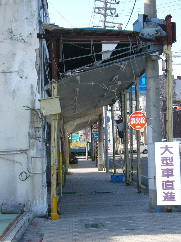 the-small-shopping-street-near-utsumi-bridge
