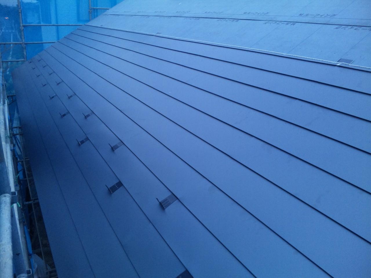屋根仕上材の施工(ガルバニュウム鋼板)