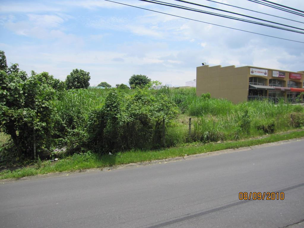 Evaluación ambiental de futuro edificio comercial, Curridabat (2010)