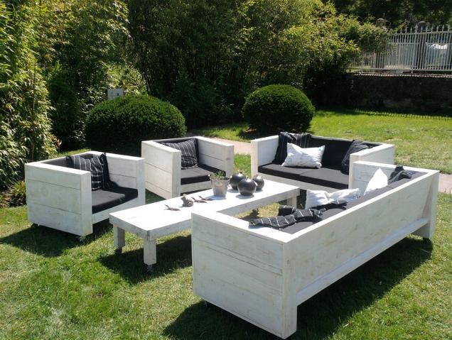 Gartenmöbel - Tisch und Sitzbänke