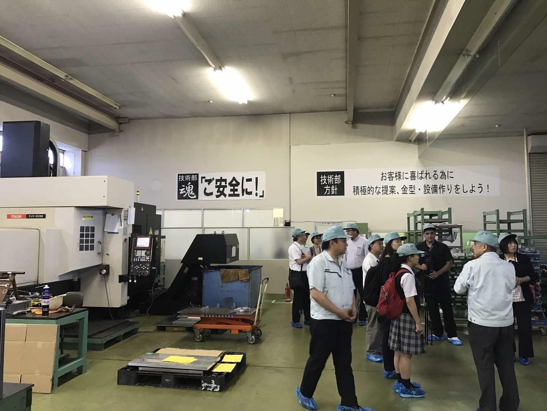 私たちの工場見学/我们参观工厂的样子