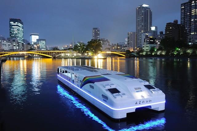 シップ・オブ・ザ・イヤー小型客船部門2012 受賞