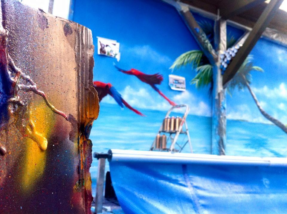 Berlin Schwimmhalle mit graffiti Karibik Auftrag Malerei