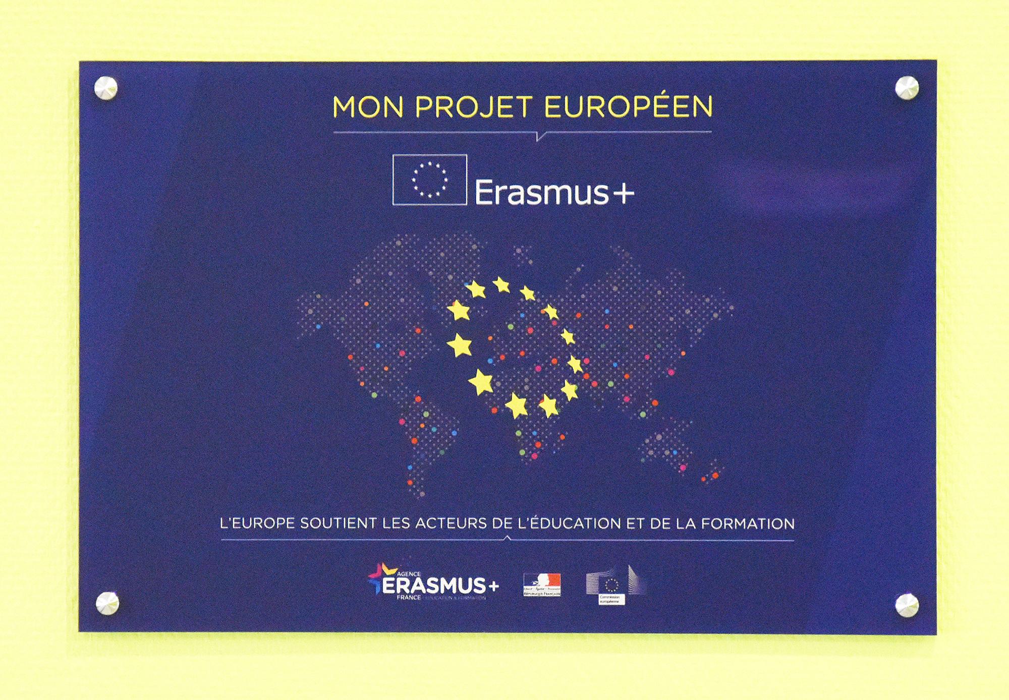 IES SAINTE-MARIE : ERASMUS+ | La plaque attestant du projet européen de l'établissement
