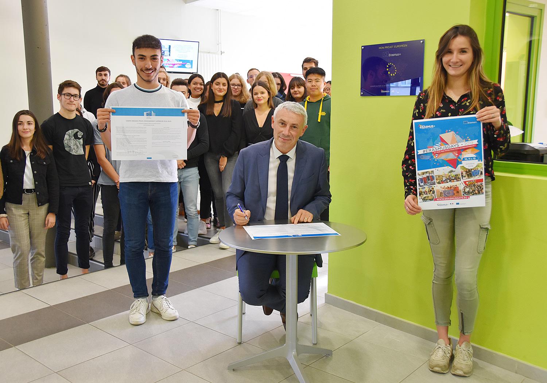IES SAINTE-MARIE : ERASMUS+ | Arnaud Patural (Directeur Général de Sainte-Marie) signe la Charte Erasmus +