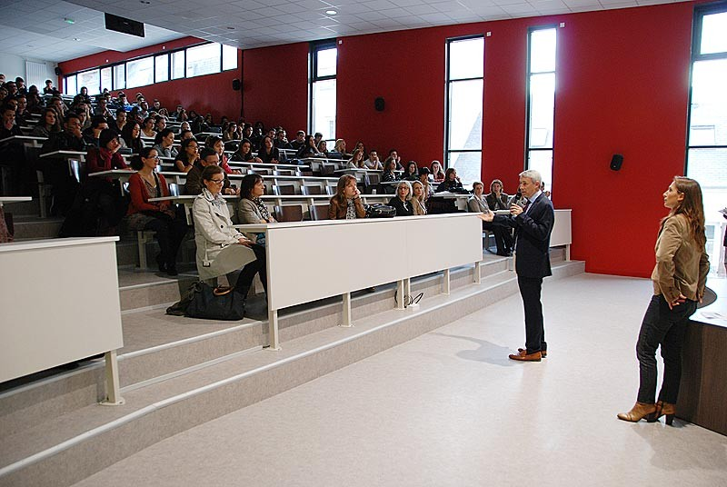 IES Sainte-Marie | Accueil des étudiants en salle de conférence (lundi 3 novembre 2014)