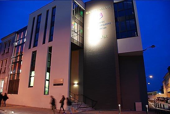 IES Sainte-Marie | Vue nocturne du bâtiment (4 novembre)