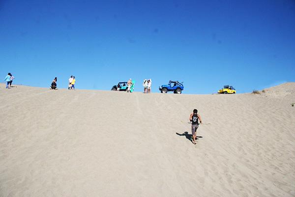 教会の近くに砂丘があります