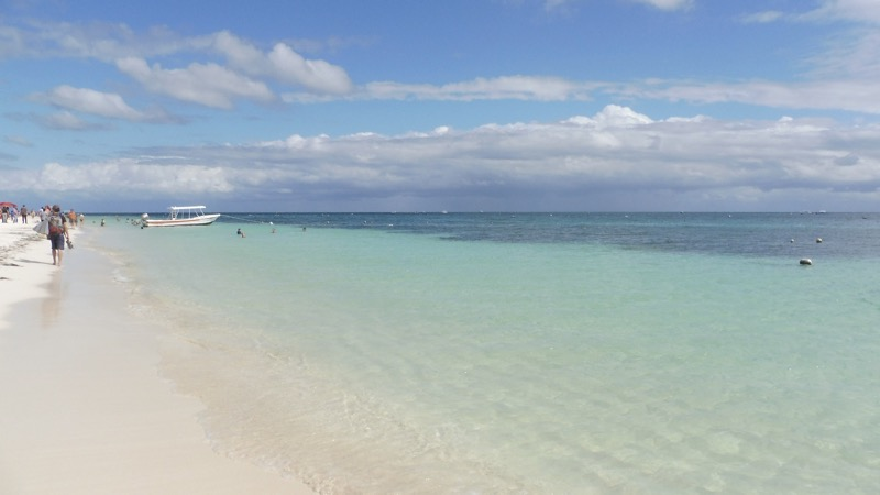 The crystal clear water of the beach of Puerto Morelos