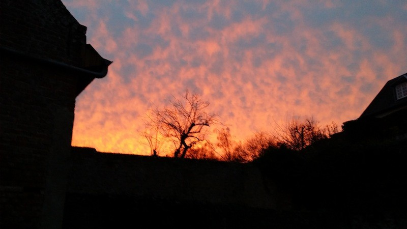 le soleil en feu un soir d'hiver