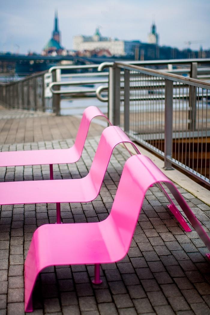Modernes Design, knallige Farben: Das Sofa