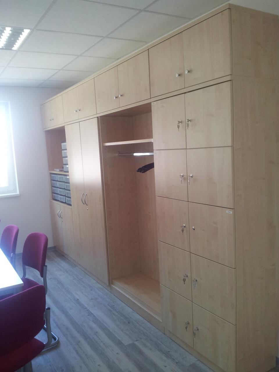 Personalraum mit Garderobenschrank