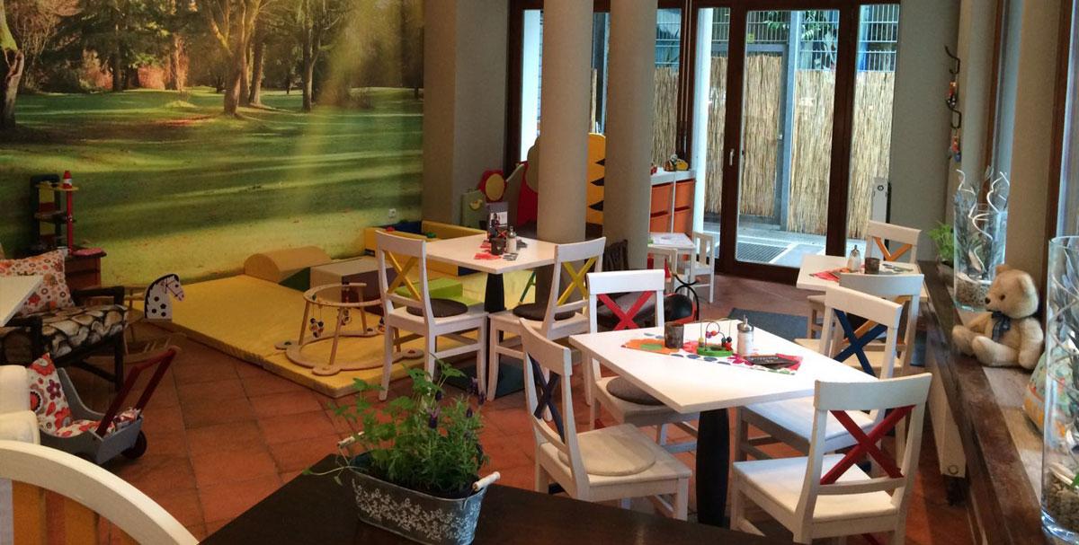 Spielecke mit Wandverkleidung, Säulenschutz, Sitzsack
