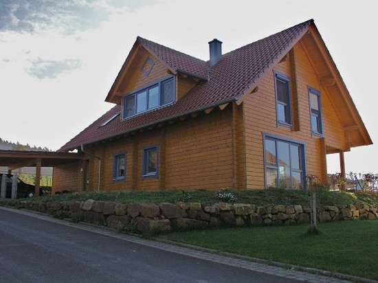 Blockhaus als modernes Wohnhaus in Hessen - © Blockhaus Kuusamo